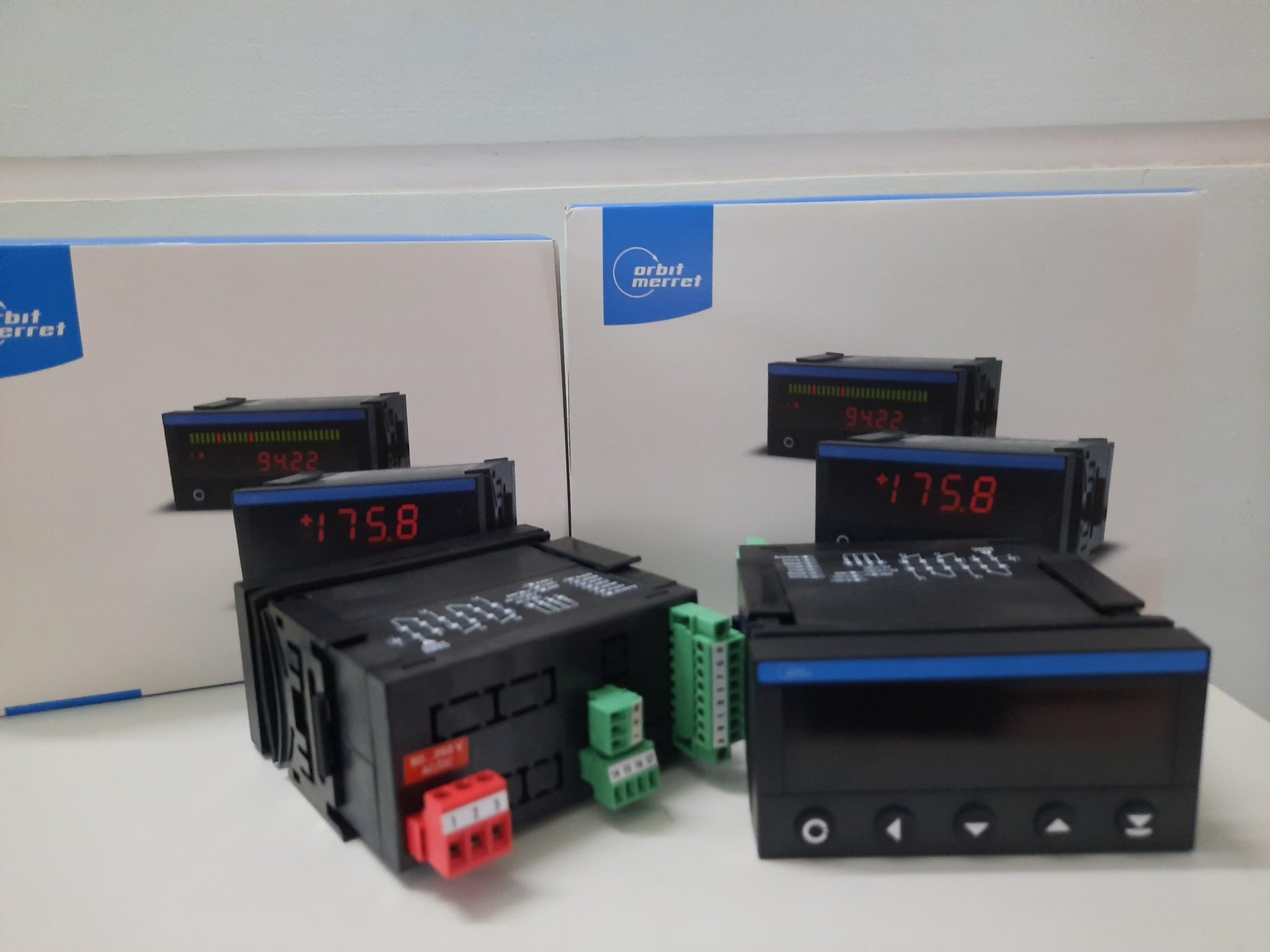 Bộ điều khiển và hiển thị nhiệt độ