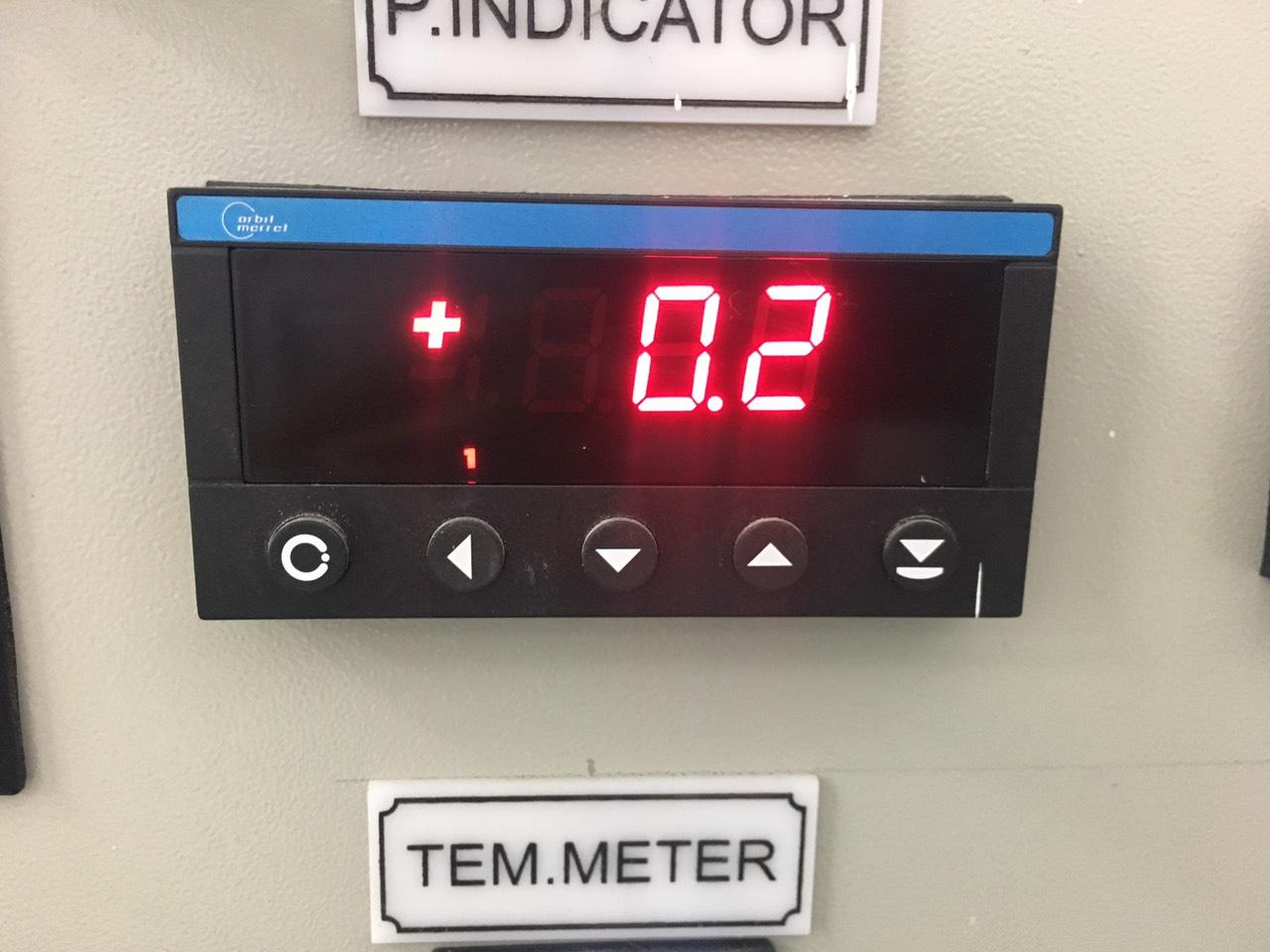 Màn hình hiển thị giá trị áp suất OM352UNI